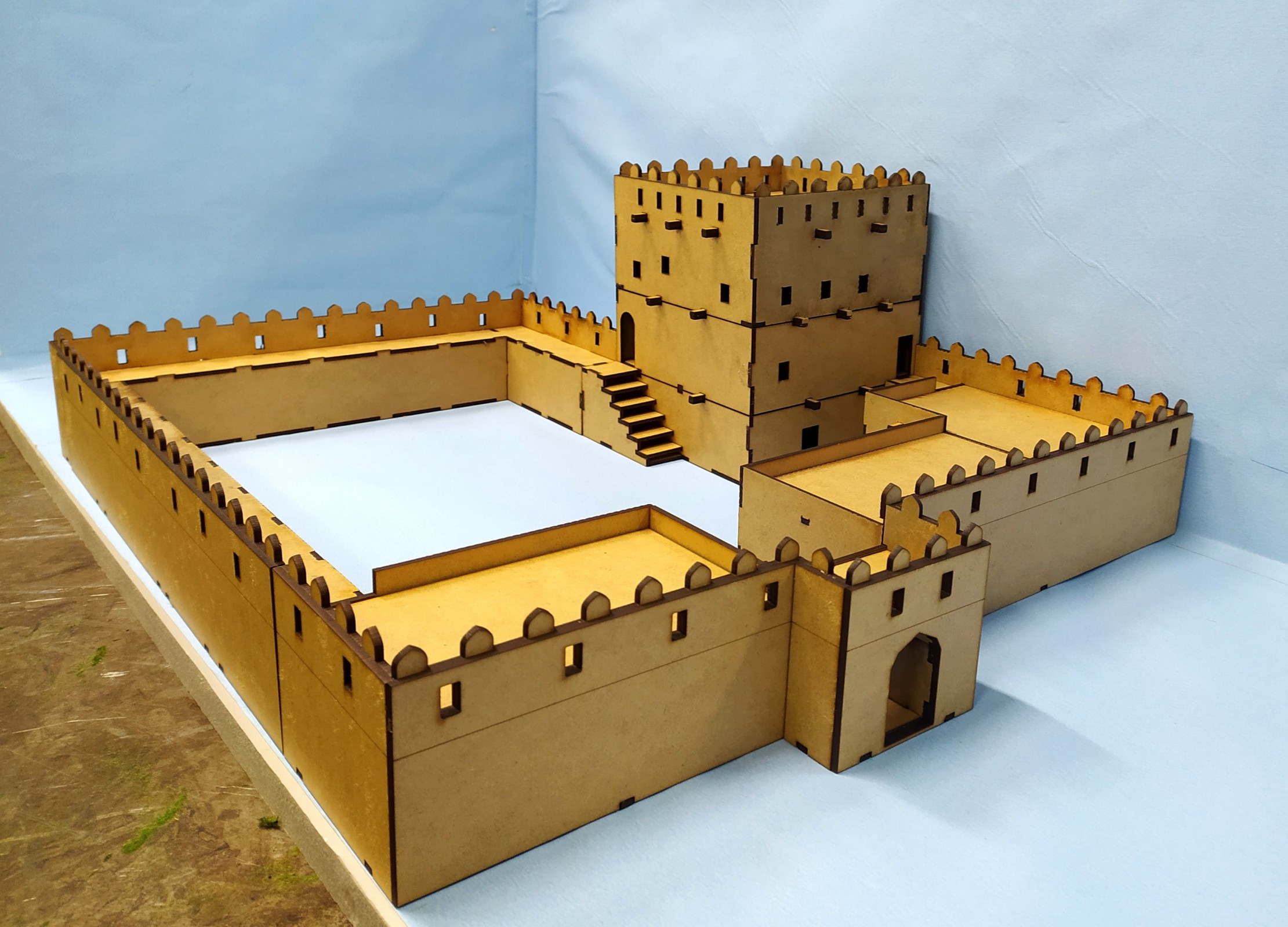 Desert City - FORT -  unpainted 28mm scale